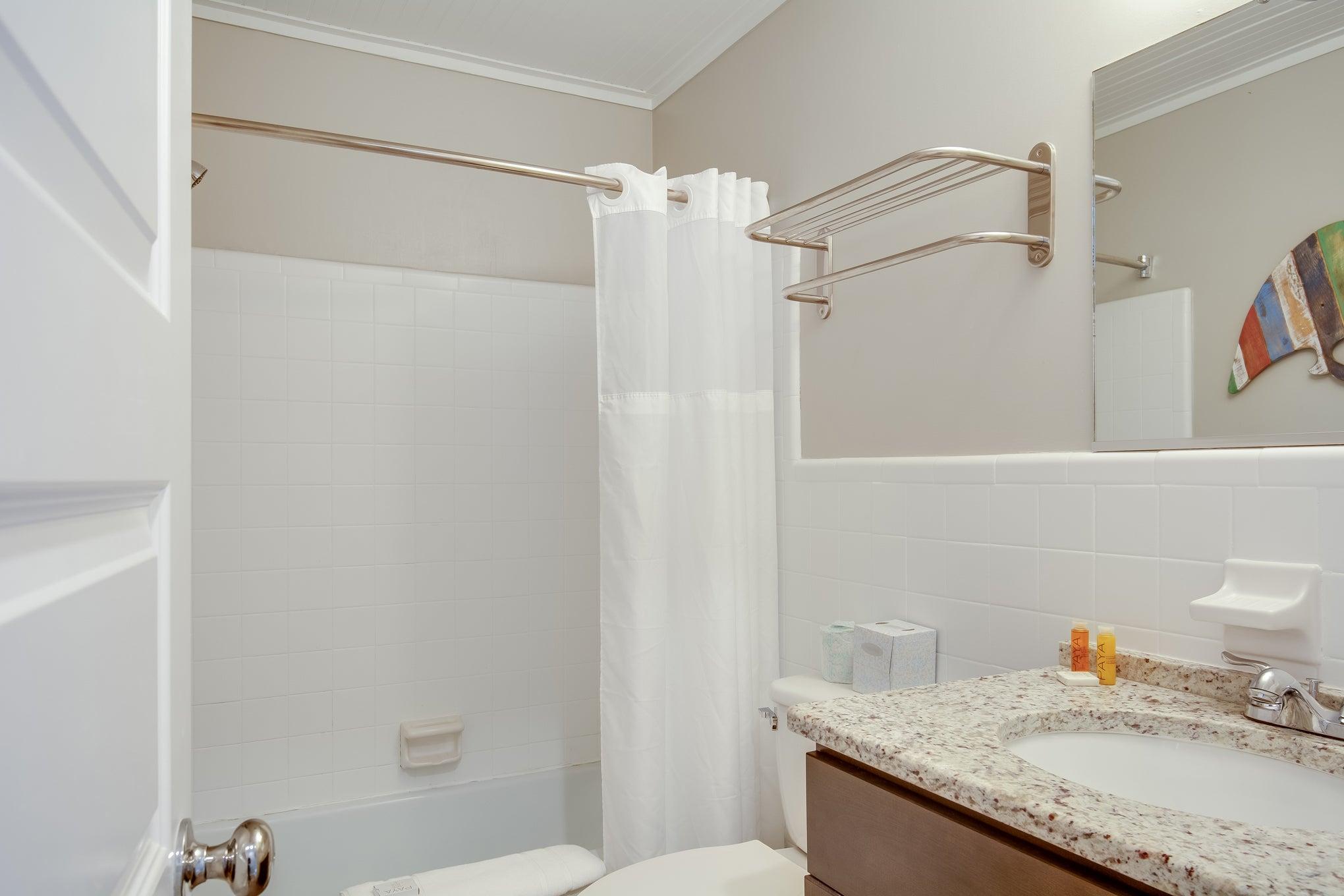 TH29: The Kitty Hawk Bay - Bathroom