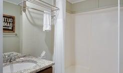 TH12: The Rockfish Room - Bathroom
