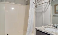 TH18: The Spot Room - Bathroom